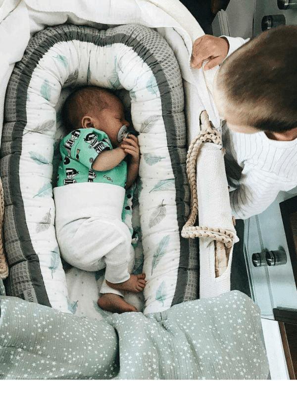 Babynestje wafelstof Plumes grijs   Baby's Paradijs   19182034 1772060919474178 1577293281 o