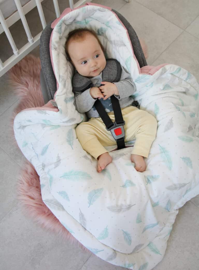 Autostoel voetenzak 0- 8 maanden Sweet Plumes Velvet roze | Baby's Paradijs | IMG 0605 1 scaled