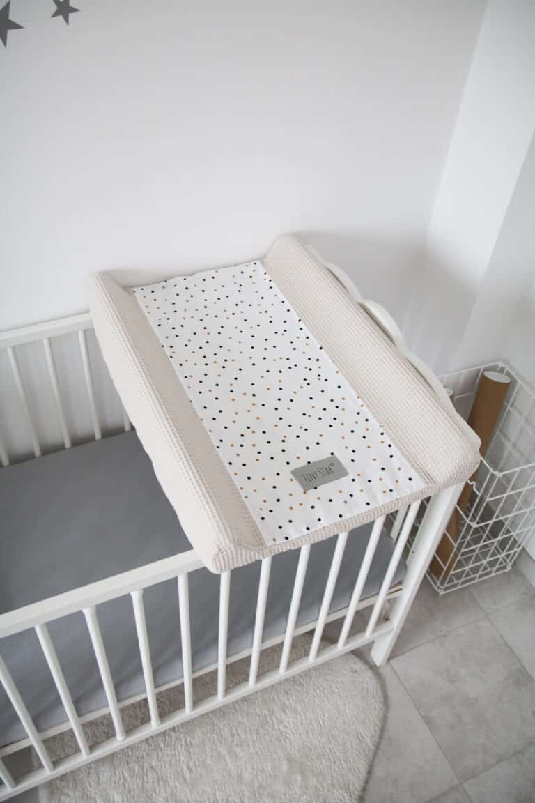 Aankleedkussenhoes Confetti beige Tiny   Baby's Paradijs   IMG 2063 scaled
