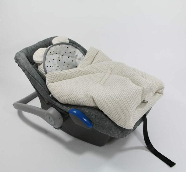 Autostoel voetenzak 0- 8 maanden Sweet wafelstof beige Confetti | Baby's Paradijs | IMG 3096